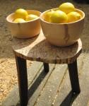 handgedraaide kommen uit appelhout