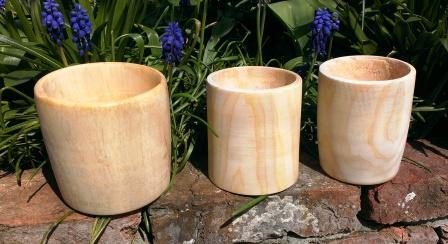 houten bekers in moerascypres en berk