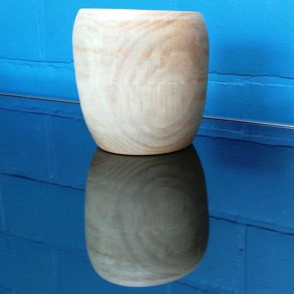 Hoge houten kom in plataan