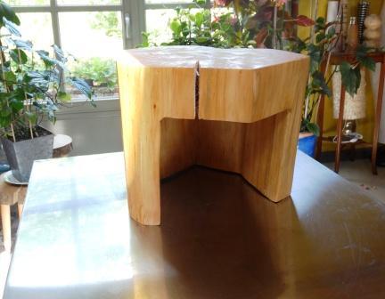 kruk of tafeltje in massief hout