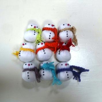 sneeuwmannetjes van vilt